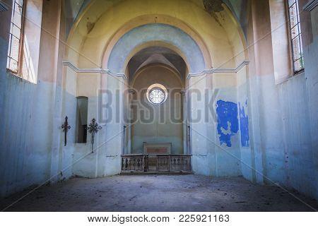 Ulashkivtsi, Ukraine - June 11, 2017: Nave Of Desolate And Ruined Polish Church In Ulashkivtsi Villa