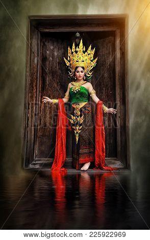 Thai Costume Beautiful Women, Khon Thai Costume, Asian Women In Traditional Costume Of Thailand,beau