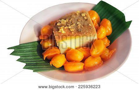 Ancient Thai Dessert. Sweet Egg Floss. Thai Dessert Golden Threads,bean-paste And Egg Yoke Fudge Bal