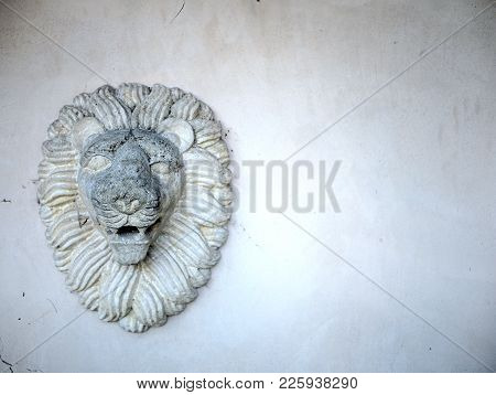 Lions Head And Mane In Plaster Sculpture.