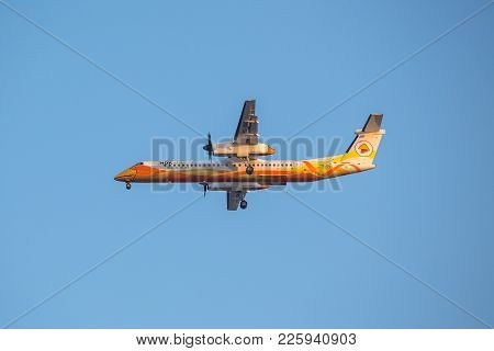 Bangkok, Thailand - December 20, 2017: Bombardier Dash 8 Q400  Hs-dqg Of Nok Air Landing To Runway 0