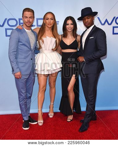 LOS ANGELES - JAN 30:  Derek Hough, Jennifer Lopez, Jenna Dewan Tatum and Ne-Yo arrives for the 'World of Dance' Press Junket on January 30, 2018 in Hollywood, CA