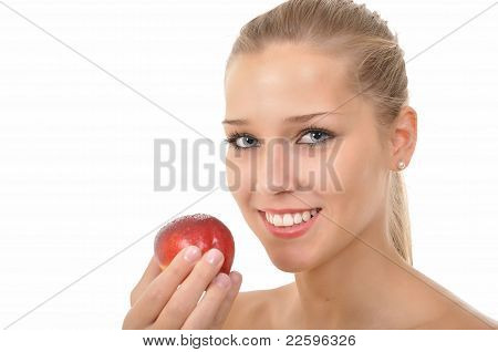 Young woman with blue eyes holding nectarine