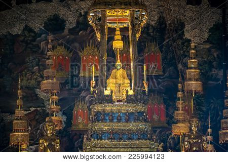 Bangkok, Thailand Nov. 29, 2017 : The Emerald Buddha In The Temple Of Wat Phra Kaeo At The Grand Pal