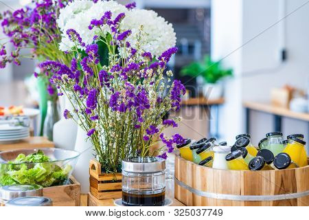 Breakfast Buffet Line Organic Raw Put In Juice Drink Bottle A Ready-to-drink Cold-pressed The Dining