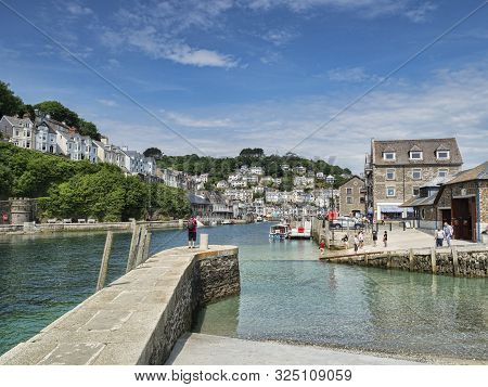 6 June 2018: Looe, Cornwall, Uk - Jetty On The River Looe, And The Town, On A Beautiful Spring Day.