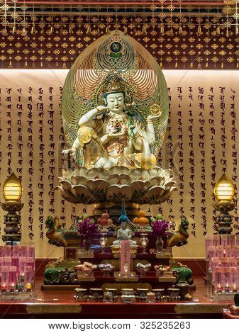 Singapore - March 22, 2019: Buddha Tooth Relic Temple In Chinatown. Closeup Of Crowned And Multi-arm