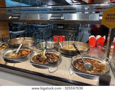 Orlando,fl/usa-10/2/19: Panda Express Chinese Fast Food Restaurant Entrees Behind A Glass Enclosed C
