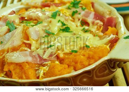 Chicken Bacon Ranch Spaghetti Squash