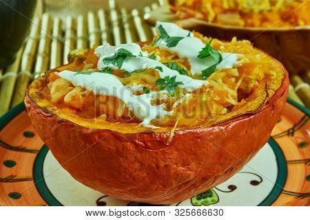 Creamy Buffalo Chicken Spaghetti Squash