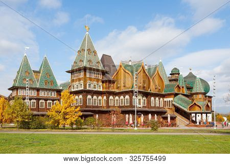 Moscow, Russia - October 2, 2019: Wooden Palace In Kolomenskoye Park On Autumn Sunny Day. This Palac