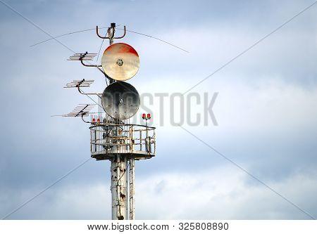Communication Antena Radio Signal Connection Parabolic Receiver