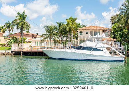 Miami, Usa - September 11, 2019: Luxurious Mansion In Miami Beach, Florida, Usa