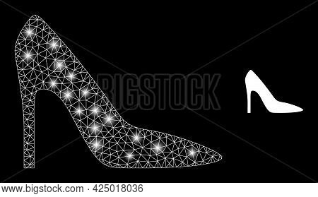 Glossy Mesh Vector High Heel Lady Shoe With Glare Effect. White Mesh, Glare Spots On A Black Backgro