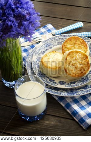 Cheesecakes Or Syrniki On A Plate. Russian And Belarussian Cuisine, Cornflowers Decoration. Vertical