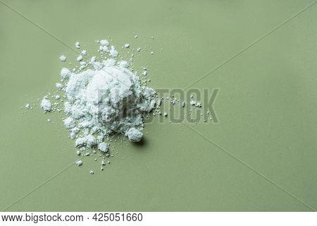 Alginate Mask Powder Or Green Cosmetic Clay Bentonite Powder, Dry Body Wrap Sample Texture On Green