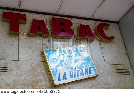 Toulouse , Occitanie France - 06 16 2021 : La Gitane French Text Sign With Logo Brand Tabac With Gyp