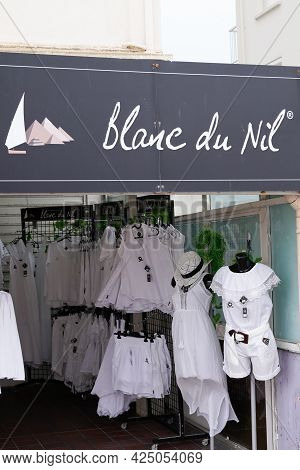 Bordeaux , Aquitaine France  - 06 20 2021 : Blanc Du Nil Logo Text And Brand Sign Store Signage Fren