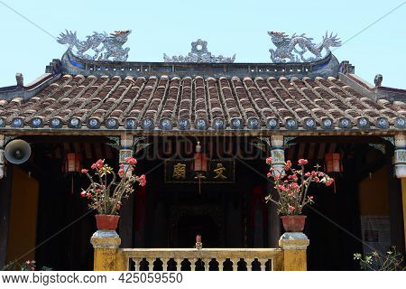 Hoi An, Vietnam, May 23, 2021: Roof Of The Van Thanh Mieu Cam Pho Temple In Hoi An, Vietnam