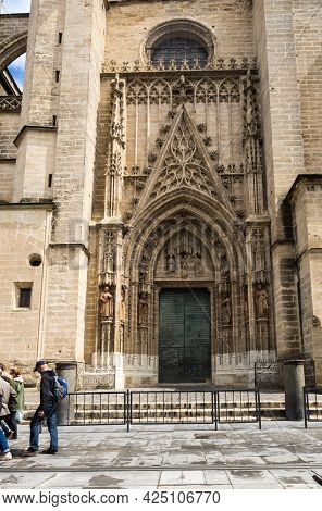 Seville, Spain - 08 April, 2019: The Cathedral Of Saint Mary Of The See, Better Known As Seville Cat