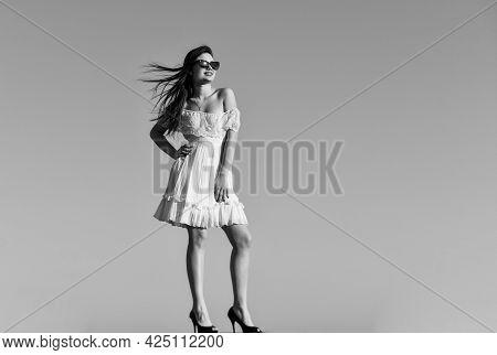 Summer Fashion. Girl In Sunglasses Copy Space. Towards Summer. Wind Of Change. Fancy Model In Tender
