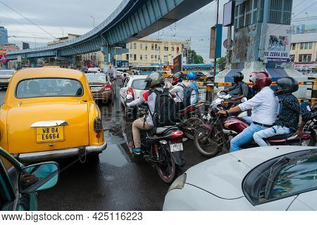 Kolkata, West Bengal, India - 6th August 2019 : Yellow Cab Passing Below Ajc Bose Road Flyover, Busy