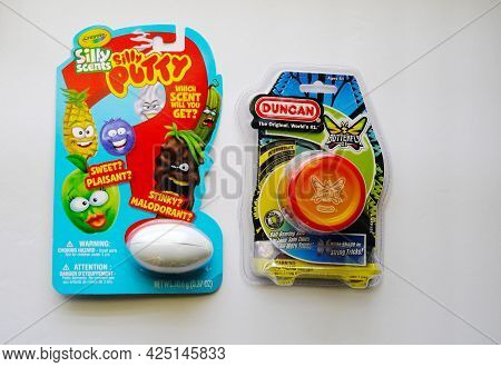 Silly Putty Silly Scents And Duncan Yo-yo