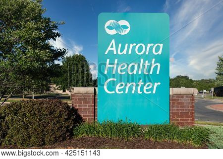 Green Bay, Wi,usa - June 21, 2021 - Aurora Health Center Medical Clinic Exterior And Trademark Logo.