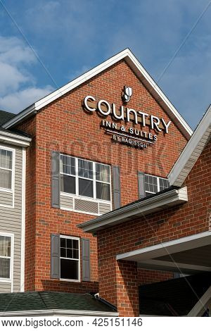 Country Inn & Suites Exterior And Trademark Logo