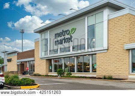 Metro Market Retail Grocery Store Exterior And Trademark Logo