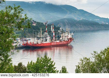 Cargo Container Ship Nuclear Powered Icebreaker Sevmorput Russian Corporation Fsue Rosatomflot. Cont