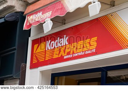 Toulouse , Ocitanie France  - 06 25 2021 : Kodak Express Logo Brand And Text Sign Store For Developi