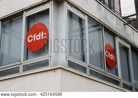 Toulouse , Ocitanie France  - 06 25 2021 : Cfdt Text Sign And Brand Logo Of French Democratic Confed
