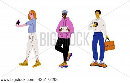 People Character Using Smartphone And Tablet Pc Vector Set