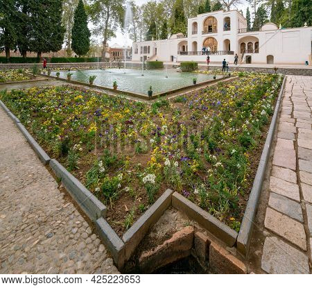 Mahan, Iran - 04.09.2019: Wide, Long Angle Shot Of Water Fountain In Front Of Main Building In Shahz