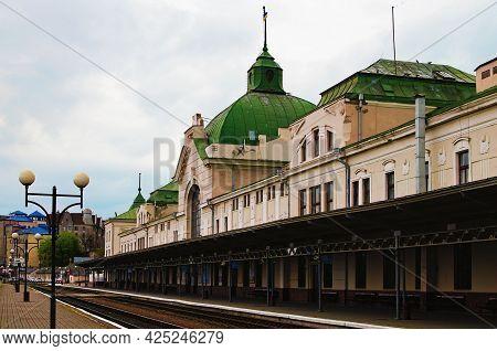 Chernivtsi, Ukraine-may 13, 2021:scenic Landscape View Of Main Railway Station In Chernivtsi. Platfo