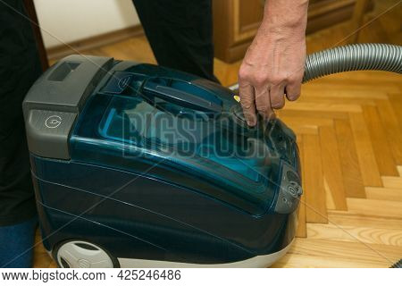 The Process Of Cleaning A Room With A Vacuum Cleaner With An Aquafilter. Hands Of A Man Preparing Th