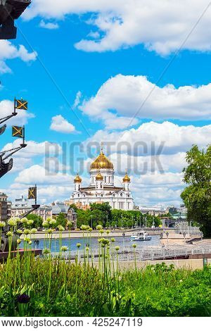 Moscow, Russia - May 25, 2021 .: Cathedral Of Christ The Savior, View From The Park Of Arts In Sprin