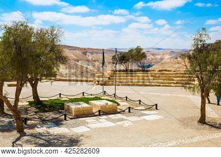 Graves of David and Pauline Ben-Gurion. View of the landscapes in the valleys of the Qing and Ramat Avdat. Steep rock on a natural plateau. The concept of historical and photo tourism
