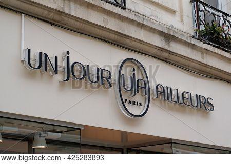 Bordeaux , Aquitaine France  - 06 20 2021 : Uja Paris Brand Boutique Un Jour Ailleurs Logo And Text