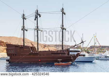 Sharm El Sheikh, Egypt - June 7, 2021: Old Style Yacht For Cruising In The Bay Of The Red Sea In Sha