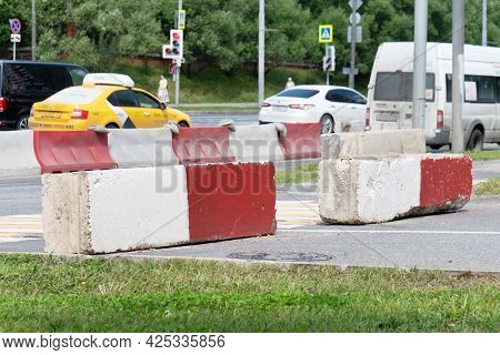 Moscow, Russia - July 18, 2019. Stone White-red Barriers On Vernadsky Avenue During The Construction