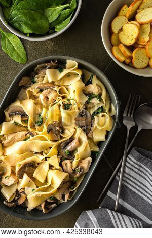 Fettuccini Pasta With Mushrooms And Chicken Breast