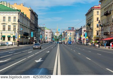 Saint Petersburg, Russia - June 2021: Nevsky Prospect Panorama With Admitalty Building