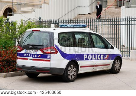 Sète , Ocitanie France  - 06 30 2021 : Ford Galaxy Car Of French National Police Parked In Court Cit