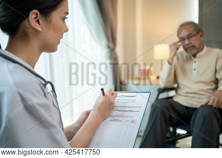 Asian Senior Elderly Man Patient Consulting And Explain Life Problems To Psychology Doctor At Nursin