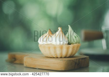 Mini Lemon Tartlets, Mini Tart Cakes On Mini Tray