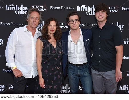 LOS ANGELES - JUN 16: William Fichtner, Kymberly Kalil, Sam Fichtner and Van Fitchner arrives for 'The Birthday Cake'  Premiere on June 16, 2021 in Los Angeles, CA