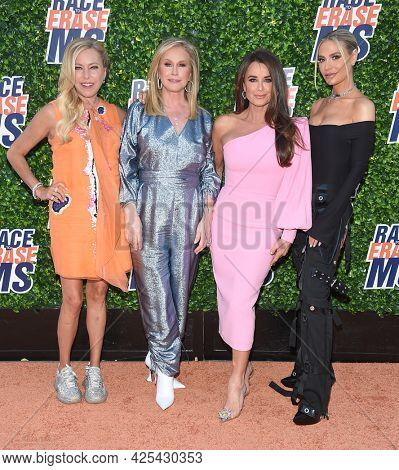 LOS ANGELES - JUN 04: Sutton Stracke, Kathy Hilton, Kyle Richards and Dorit Kemsley arrives for the 2021 Race to Erase MS Drive-In on June 04, 2021 in Pasadena, CA