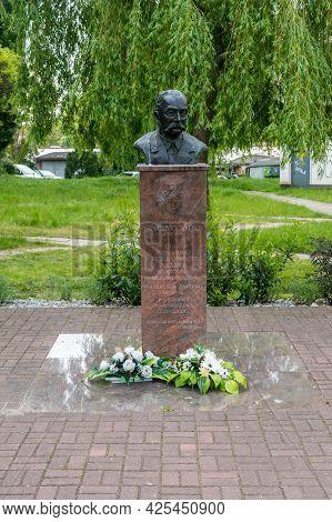 Gorzow Wielkopolski, Poland - June 1, 2021: Memorial Bust Of Wincenty Witos. Wincenty Witos Was A Po